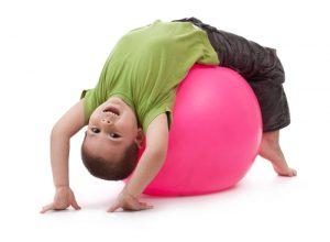 Wysiłkowe ćwiczenia fizyczne związane są z mniejszą aktywnością SM u chorych dzieci
